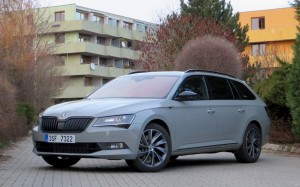 Škoda Superb Combi 2018 (13)