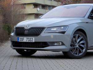 Škoda Superb Combi 2018 (14)