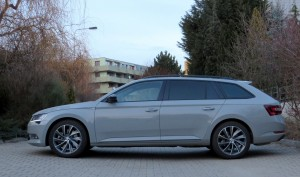 Škoda Superb Combi 2018 (22)
