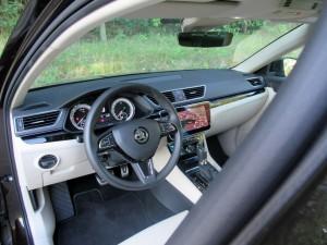 Škoda Superb Combi 2.0 tdi 4x4 (50)