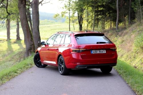 Škoda Superb Combi Sportline (10)