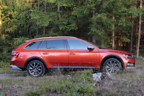 Nová Škoda Superb 2020 (14)