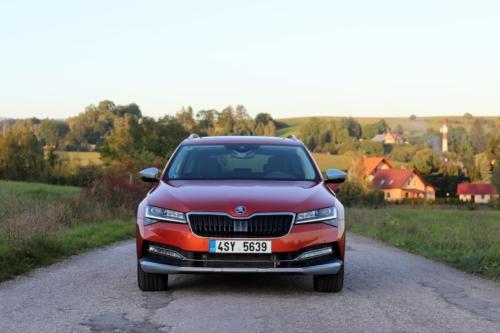 Nová Škoda Superb 2020 (19)