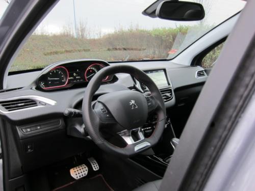 Peugeot 2008 GT (12)