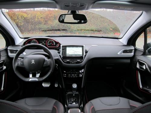 Peugeot 2008 GT (4)